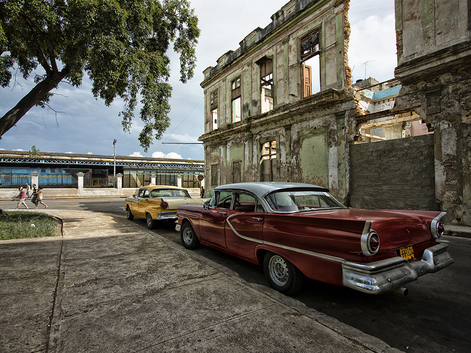 Cars at Train Station III Werner Pawlok; Cuba - expired; Cars at Train Station III,