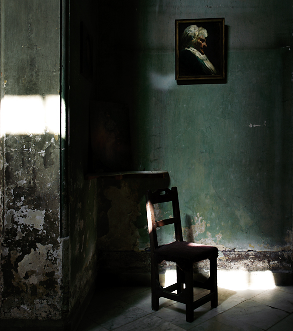 Chair in House of Mercedes - Havana photo by werner pawlok, cuba, kuba, insel der grossen antillen, morbid, charme, che guevarra, fidel castro, landscape, city, karibik, havanna, chair in house of mercedes