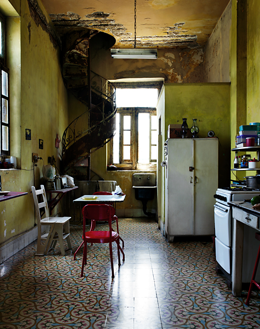 Kitchen house of Alonso - Havana photo by werner pawlok, cuba, kuba, insel der grossen antillen, morbid, charme, che guevarra, fidel castro, landscape, city, karibik, havanna, house of alonso, kitchen