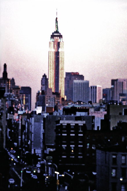 Empire State Building moving cities, photo by werner pawlok, fine art photography, new york city, nyc, urbane stadtansichten, stadtszenen, empire state building, empire state